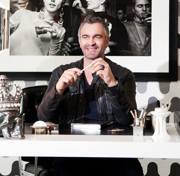 Martyn L. Bullard, maestro eklektike i glamura